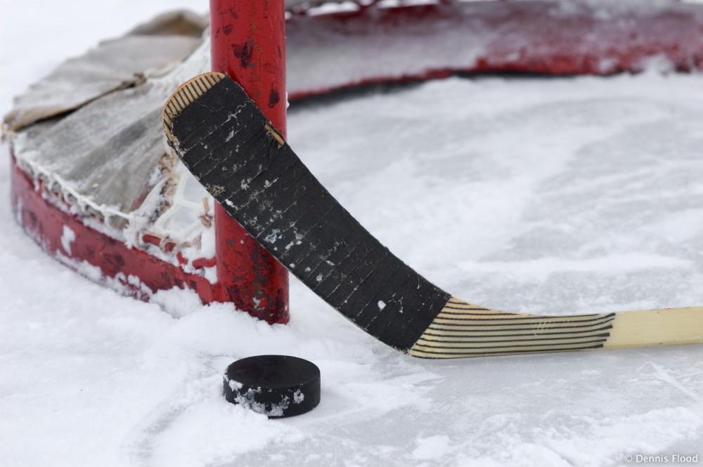 В Ужгороді відбулись перші півфінальні поєдинки чемпіонату Закарпаття з хокею