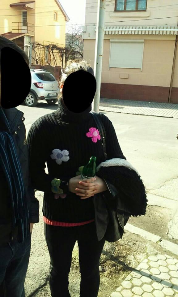 Мукачівські патрульні повернули жінці вкрадені 8000 гривень