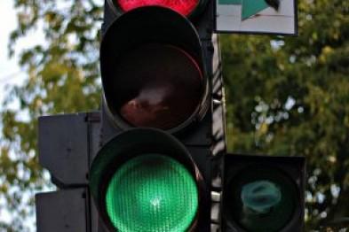 В Ужгороді на Собранецькій почали ремонтувати аварійний світлофор