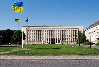 Ужгород прикрасять квіткові герб України, прапор та вишиванка