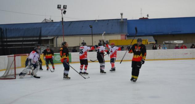 В Ужгороді відбулись перші фінальні ігри чемпіонату Закарпаття з хокею