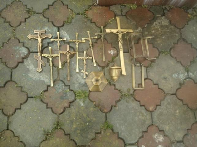 На Іршавщині вандали обікрали кладовище