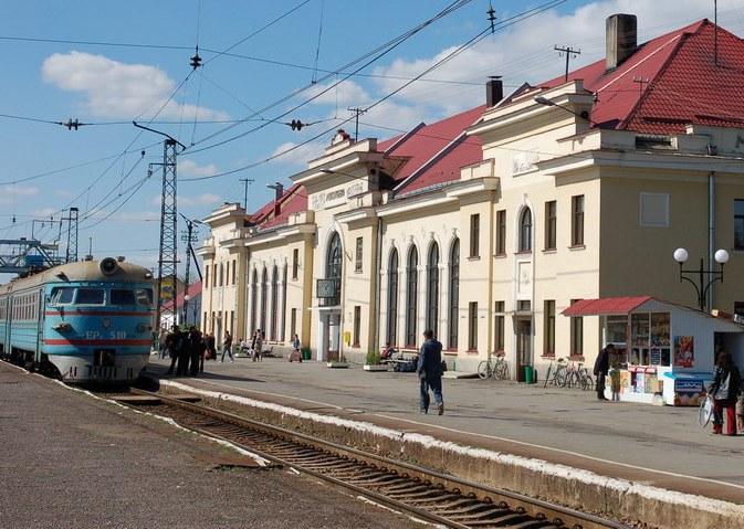 На залізничному вокзалі Мукачева потяг насмерть збив чоловіка