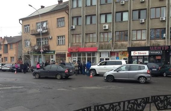 На площі Петефі в обласному центрі сталась ДТП за участі кількох авто