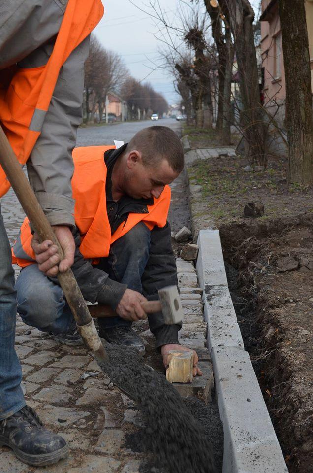 На ремонт тротуарів Мукачівська міська влада виділила понад 1 млн гривень