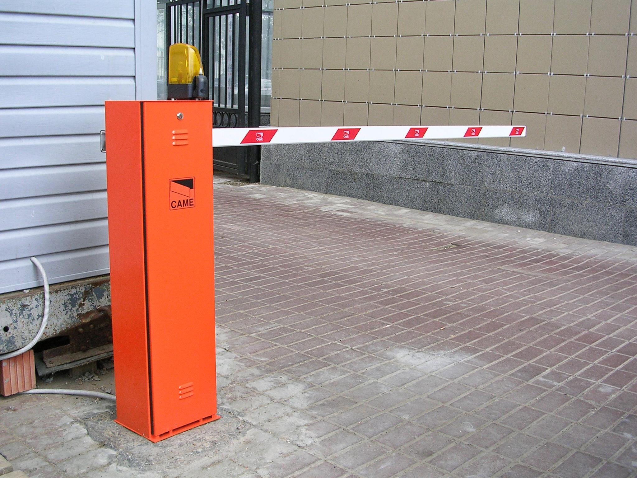 В Ужгороді планують демонтувати три самовстановлені обмежувачі руху