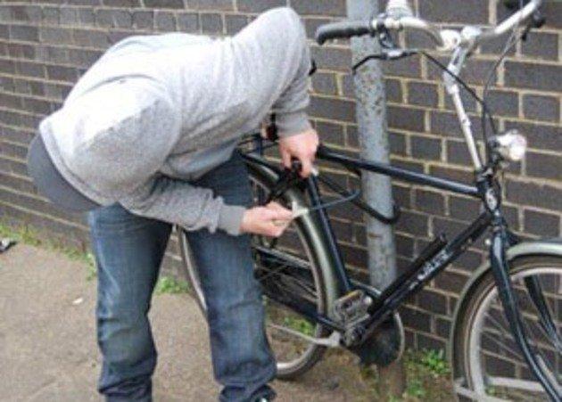 Після крадіжки велосипедів зловмисники залишили своє обладнання