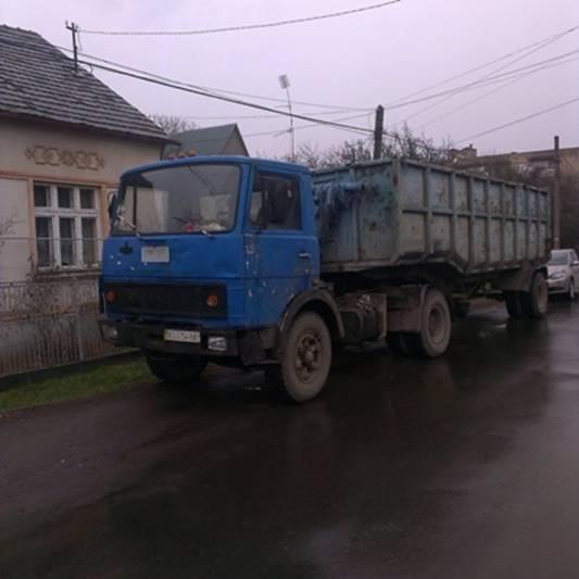 """Мукачівські правоохоронці затримали вантажівку з """"лівим"""" металобрухтом"""