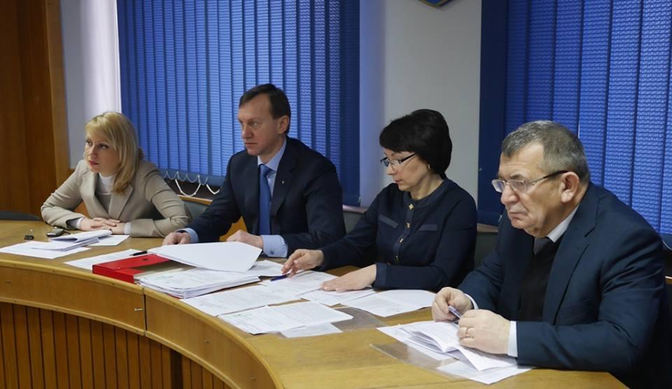 Ужгородський міськвиконком передав у власність 13 родин квартири