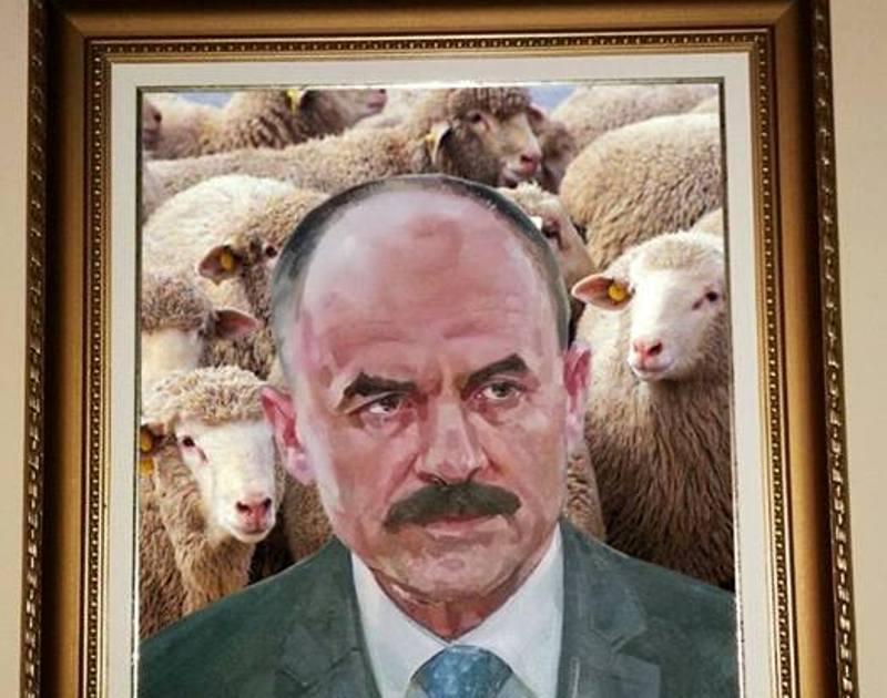Геннадій Москаль сказав, чого бракує портрету Василя Губаля у приміщенні ОДА. У мережі вже стібуться