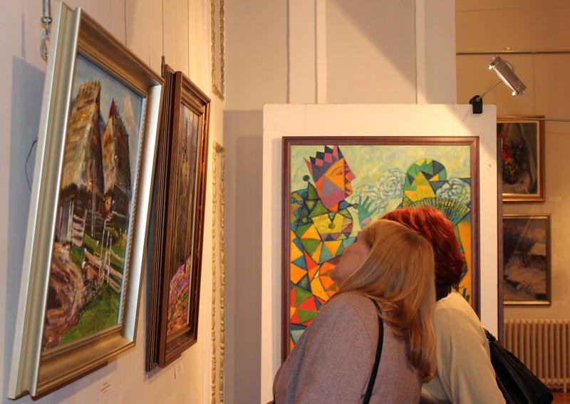 В угорському Дебрецені представили виставку закарпатської школи живопису