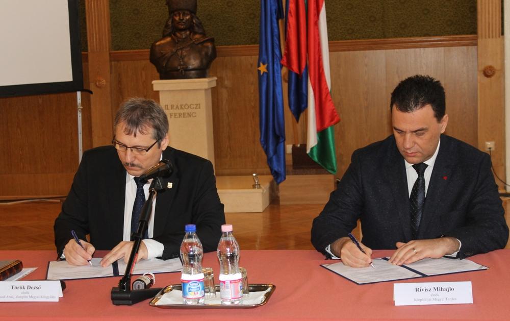 В Угорщині підписано Програму розвитку співробітництва між Закарпаттям та областю Боршод-Абауй-Земплен на 2016-2017 роки