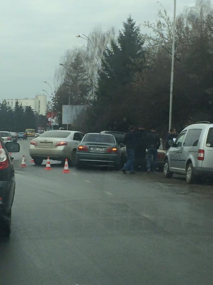 На проспекті Свободи в Ужгороді сталась потрійна ДТП
