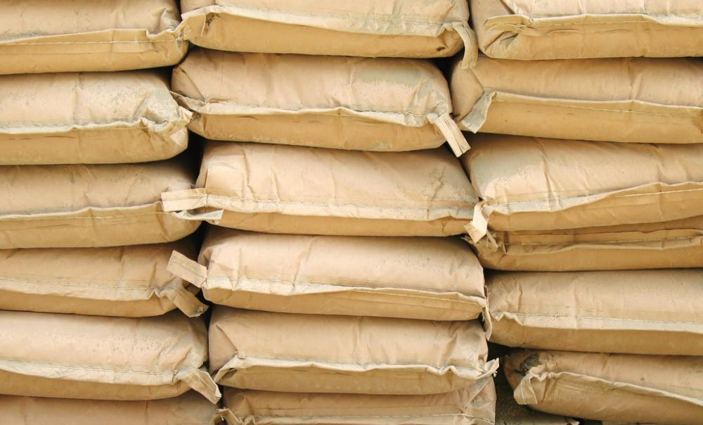 Хустські поліцейські спіймали зловмисника, який вкрав зі складу три тонни цементу