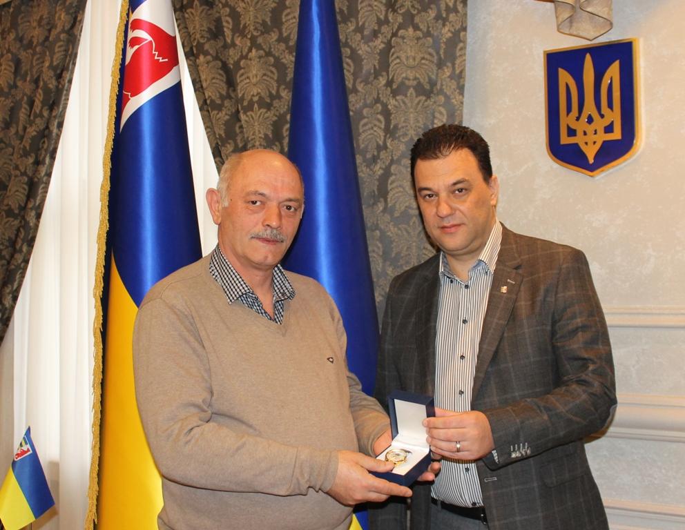Голова Верховної Ради передав цінний подарунок закарпатцю через Михайла Рівіса