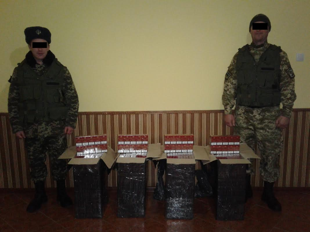 Прикордонники затримали контрабандистів із майже двома тисячами пачок сигарет