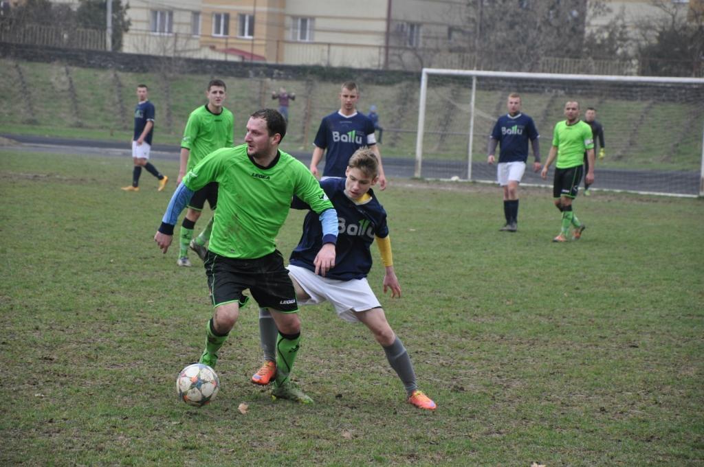 Мукачівські футболісти всуху розгромили суперників з Чопа