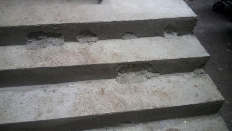 У Міжгір'ї після застілля чоловік впав зі сходів і помер
