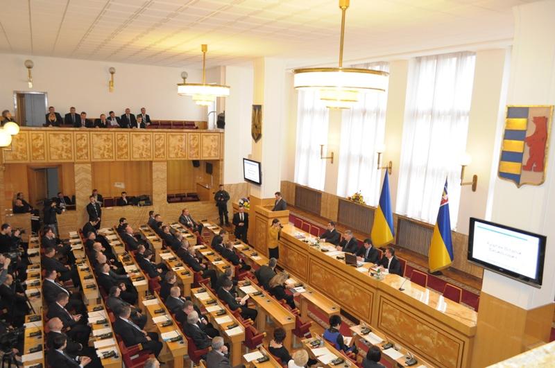 Обласні депутати просять Президента грошей на пільговий проїзд громадян