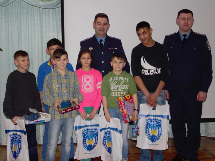 Закарпатські поліцейські вручили подарунки вихованцям Чинадіївського будинку-інтернату