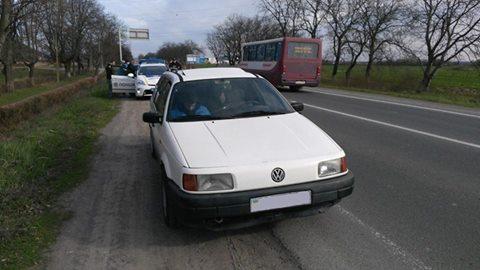 На трасі між Ужгородом і Мукачевом зупинили автомобіль, який перебуває у розшуку