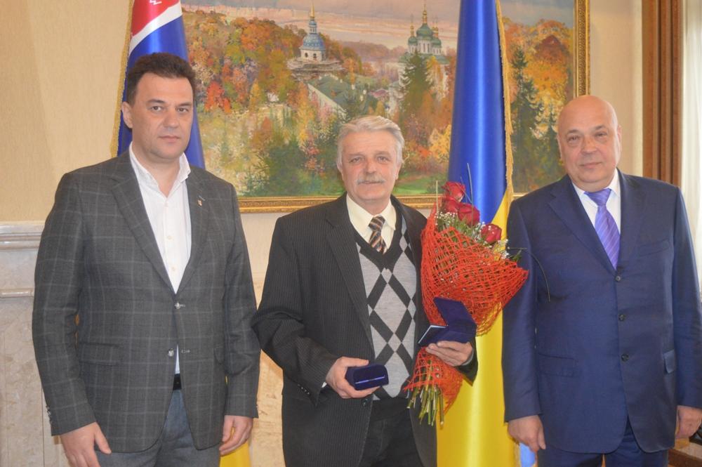 Керівники краю привітали письменника Василя Густі з 65-річчям