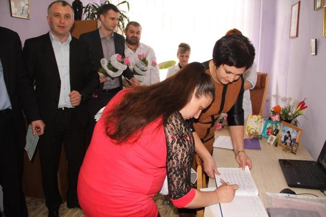Свідоцтва про народження почали вручати і в пологових будинках Сваляви та Міжгір'я