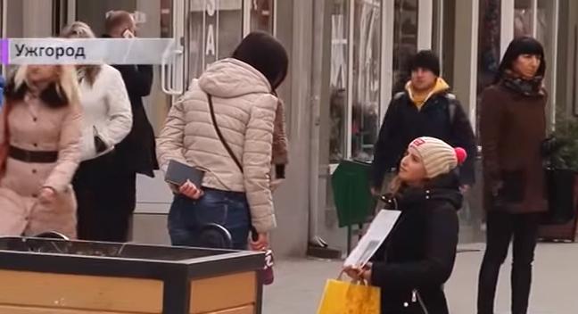 Від 300 до 500 гривень на день... Журналісти розповіли історії ужгородських прохачів