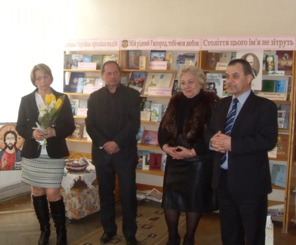 В Ужгороді словацька вишивальниця представила власні роботи