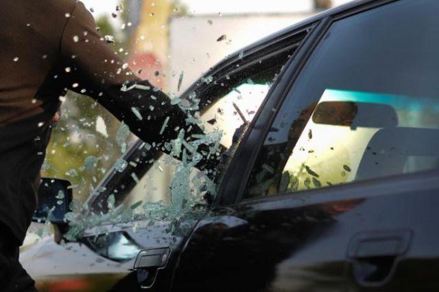 Зловмисники пограбували автомобіль керівника будівельної компанії