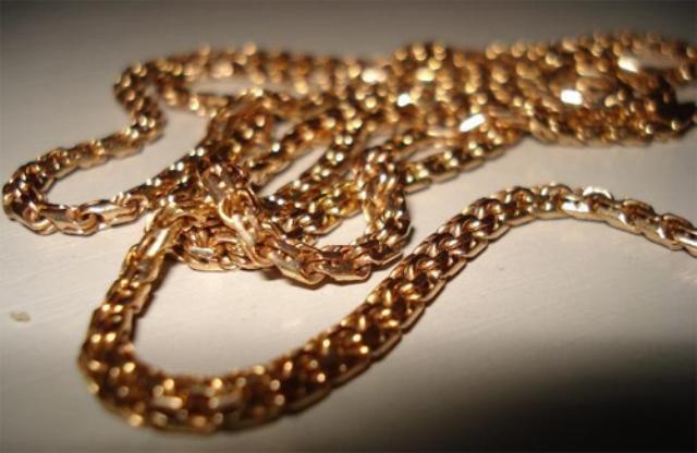 В одній із шкіл Мукачівського району від вчительки вкрали золотий ланцюжок