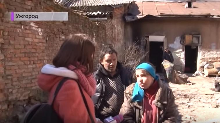 Ціла родина практично в центрі Ужгорода живе у барикадах зі сміття та мотлоху