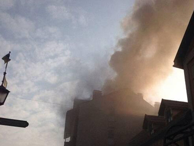 34 рятувальники ліквідовують пожежу у центрі Ужгорода