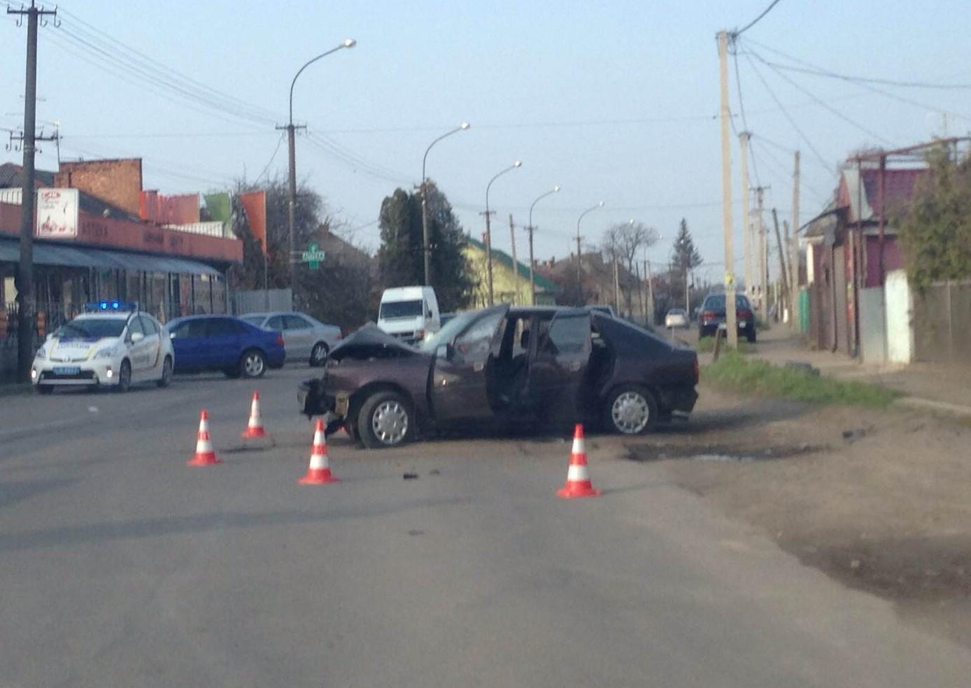 ДТП в Ужгороді: в одному із мікрорайонів міста іномарка вилетіла в кювет