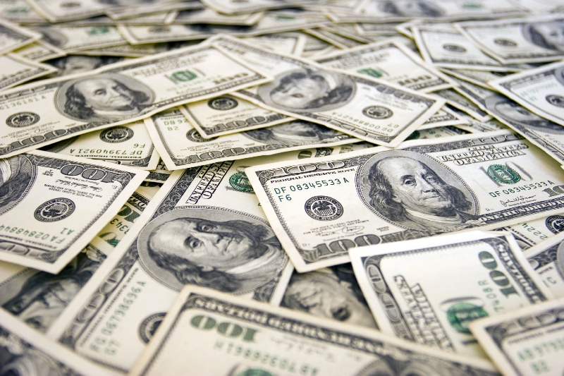 Прикордоннику, якого затримали на хабарі у 10 тисяч доларів, суд визначив заставу у 70 тисяч гривень
