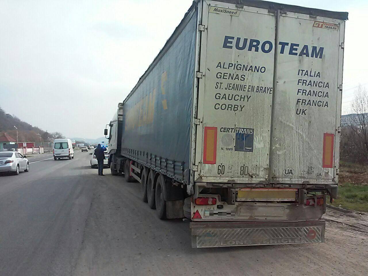 Мукачівські правоохоронці затримали п'яного водія вантажівки