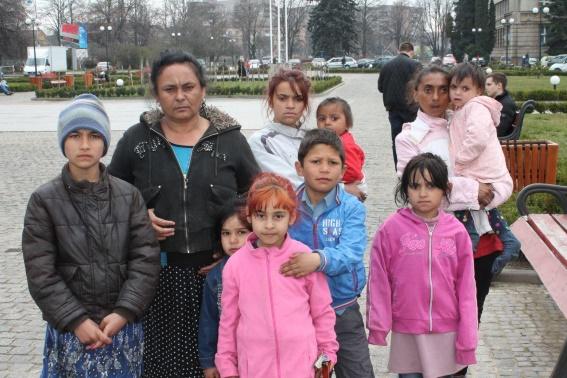 Біля Закарпатської ОДА мітингували представники ромського табору