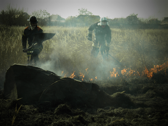 За добу закарпатські рятувальники ліквідували 10 пожеж
