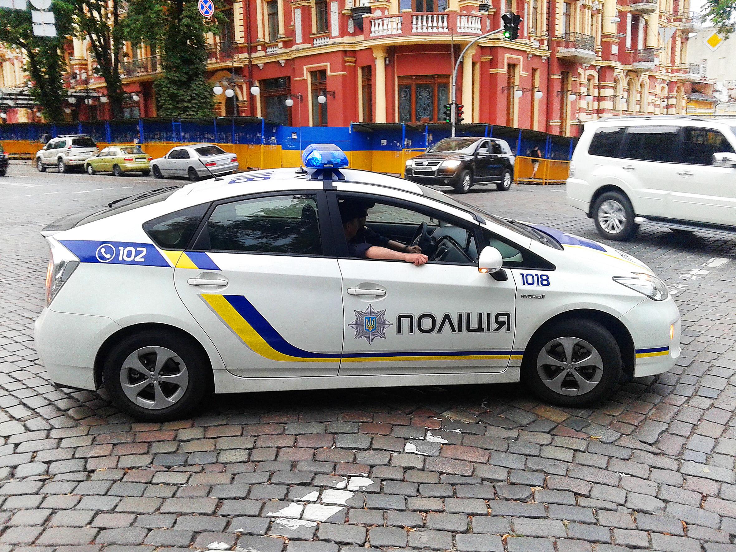 На Закарпатті патрульного поліцейського підозрюють у підробці протоколу