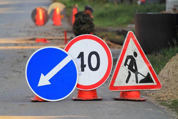 В Ужгороді узбіччя однієї з вулиць почали розчищати