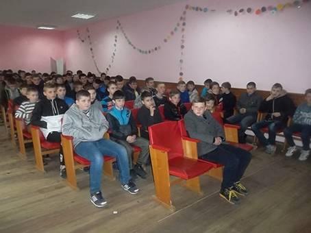 На Тячівщині поліцейські поспілкувались із школярами Дубового