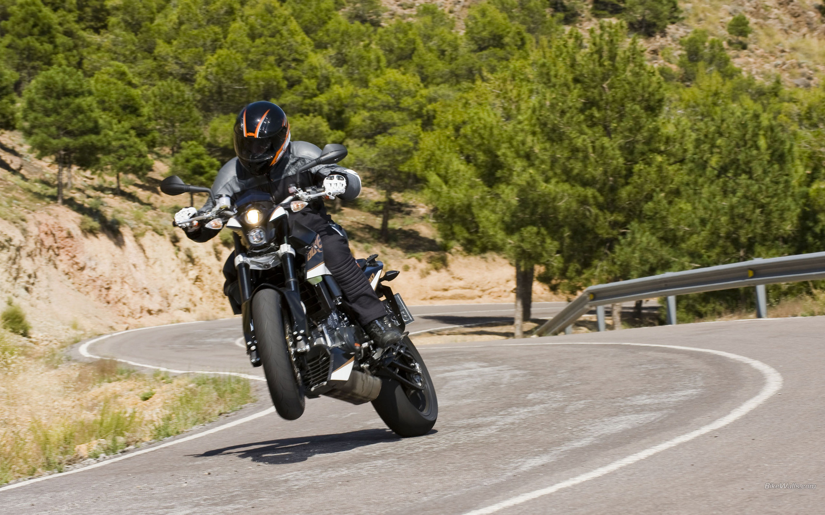 Поліція Закарпаття звернулась до мотоциклістів із проханням