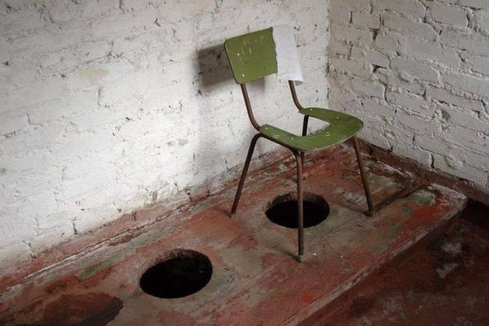 В одній із шкіл Хустщини учень молодших класів впав у вигрібну яму туалету