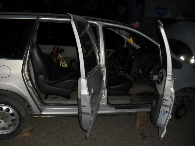 """Через контрабандні цигарки, митники конфіскували у водіїв """"Мерседес"""" та """"Фольксваген"""""""