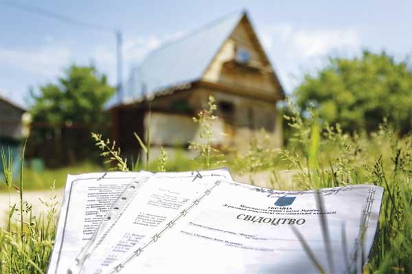 Прокуратура підозрює закарпатця у підробленні документів на земельну ділянку