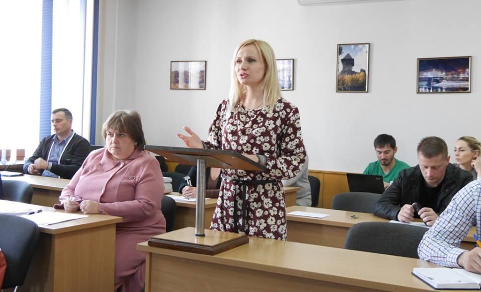 В Ужгороді встановляють два мотузкові атракціони
