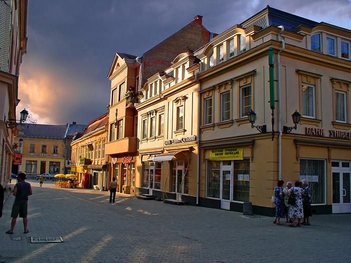 Жителі центру Ужгорода скаржаться на кафе, яке знаходиться у дворі будинку