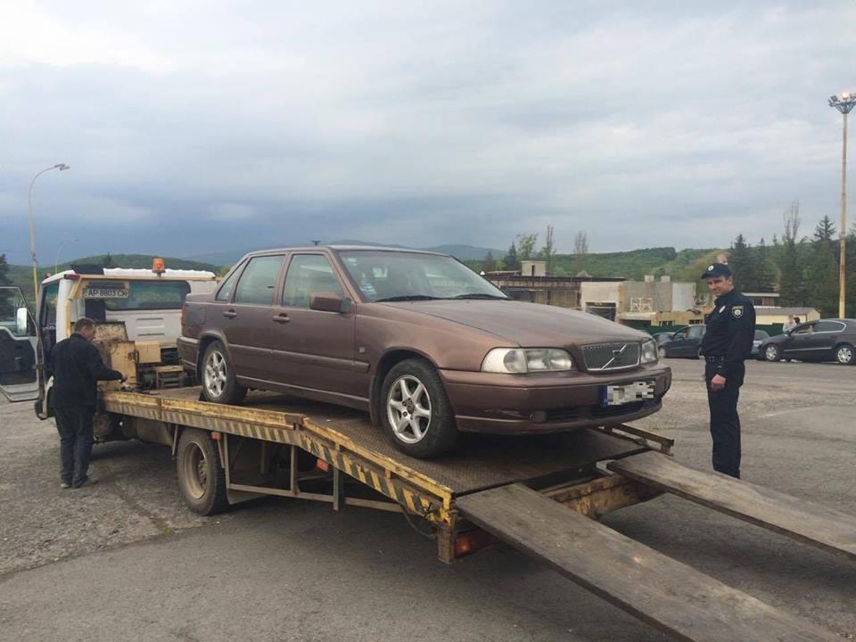 Біля словацького кордону нетверезий водій заснув за кермом