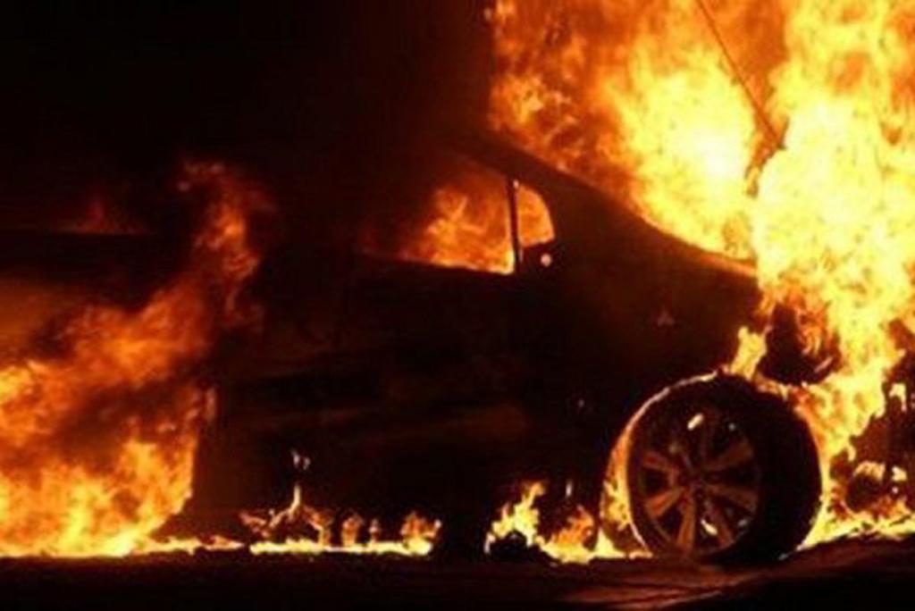 У поліції припускають, що іномарку, яка належить ужгородському підприємцю, могли підпалити