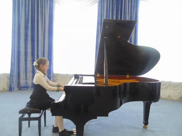 Мукачівка Олександра Макарова стала призеркою Міжнародного конкурсу інструментальної музики